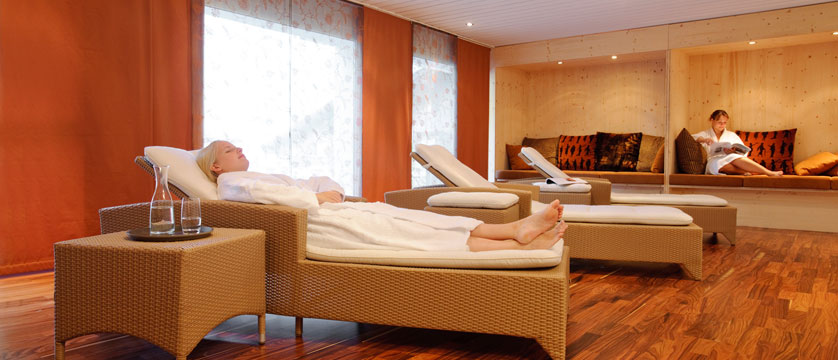 Switzerland_Klosters_Hotel-Silvretta-Park_Relaxation-room.jpg